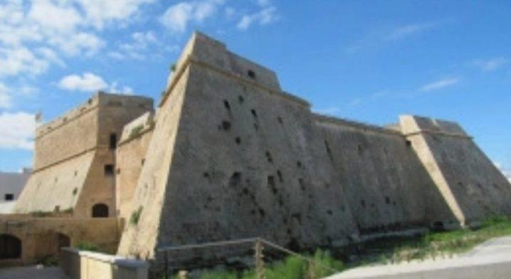 Locali siti al piano terra del Castello Angioino–Aragonese - Foto #3871