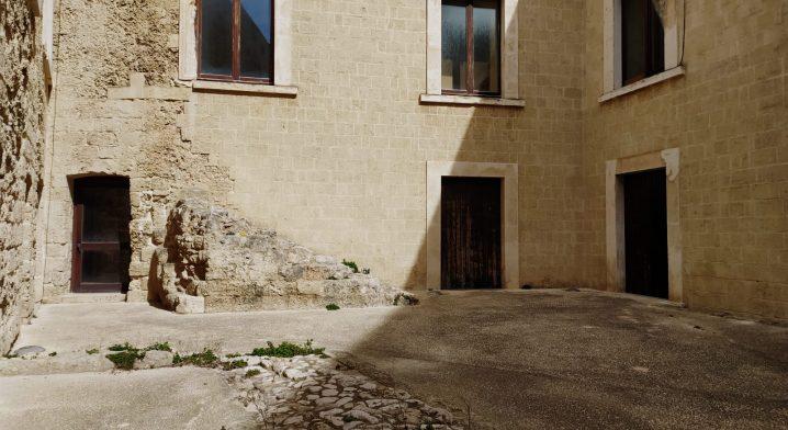 Locali siti al piano terra del Castello Angioino–Aragonese - Foto #4077