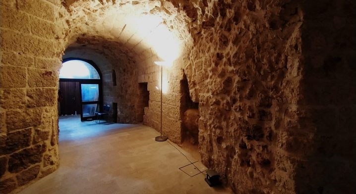 Locali siti al piano terra del Castello Angioino–Aragonese - Foto #4080